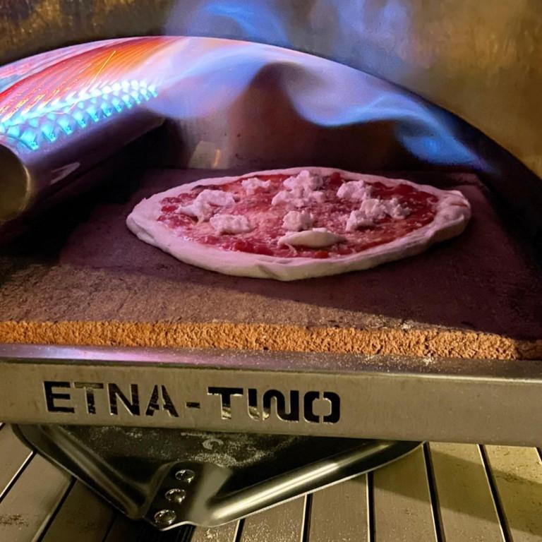 Abbildung einer Pizza im Etna Two Pizza Ofen